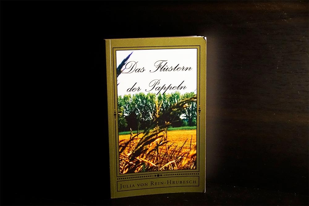 Das alte Buchcover von Das Flüstern der Pappeln, Foto Kia Kahawa
