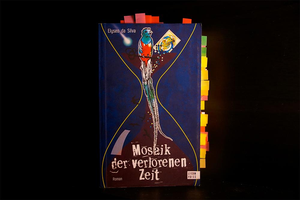 Buchcover zu Mosaik der verlorenen Zeit, Foto: Kia Kahawa