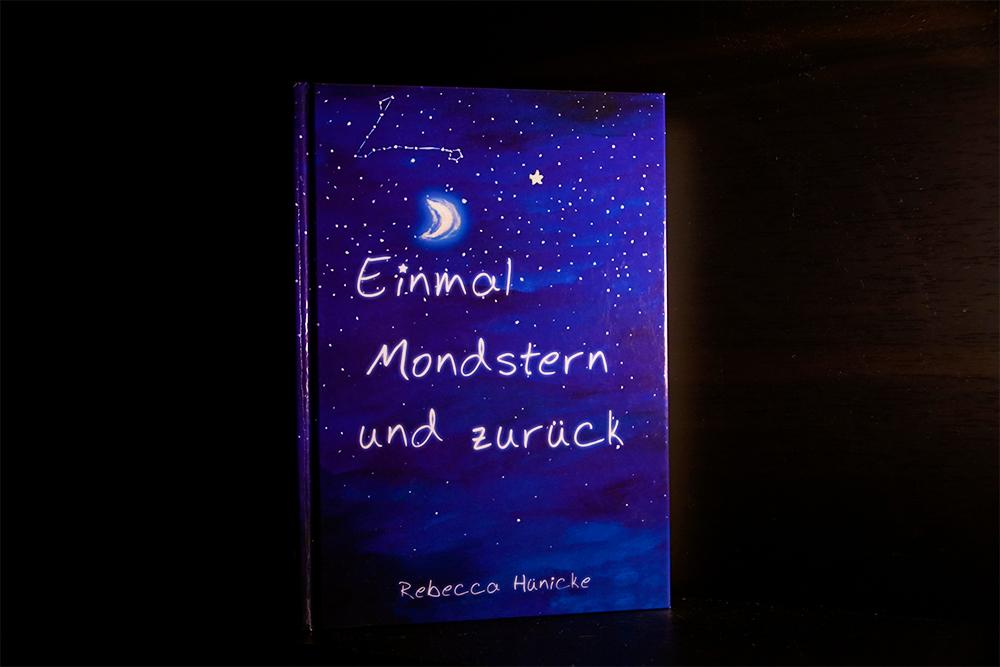 Buchcover von Einmal Mondstern und zurück, Foto: Kia Kahawa